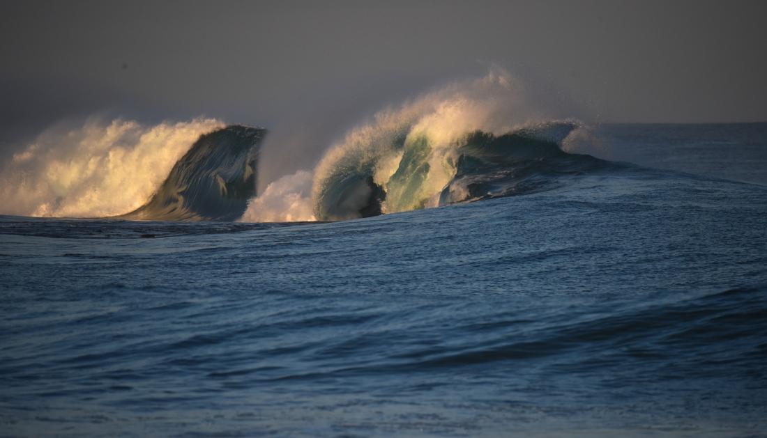 Marengo - waves over Little Henty Reef-2