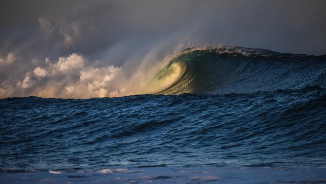 Marengo - waves over Little Henty Reef-4