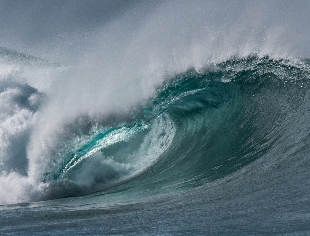 Autumn swell at Little Henty Reef