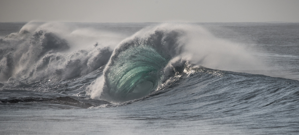 Fanning wave and barrel
