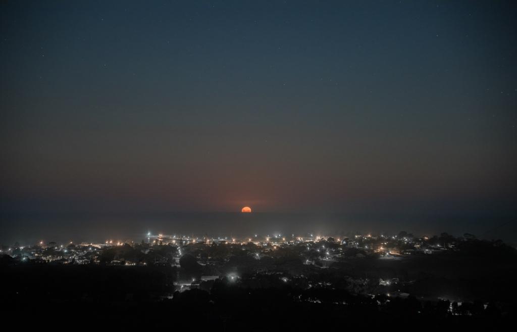 Easter moonrise over Apollo Bay