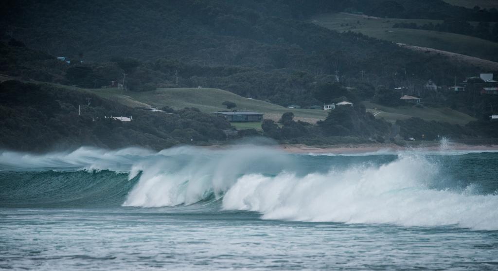 Surf breaking in Apollo Bay
