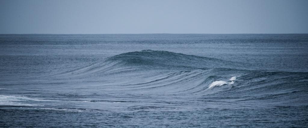 Swell on Little Henty Reef