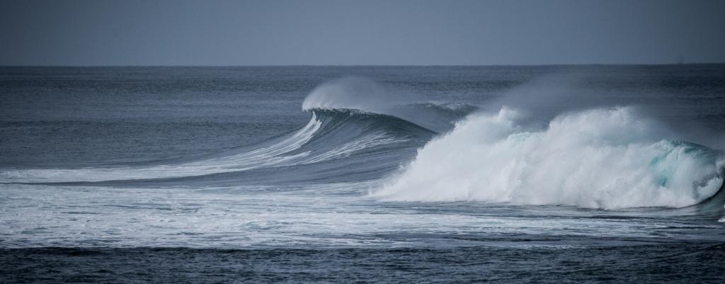 Breaking wave on Little Henty Reef