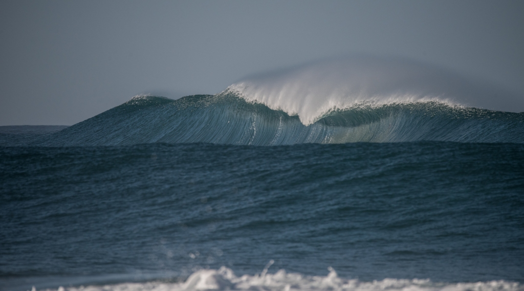 Big wave breaking at Little Henty Reef