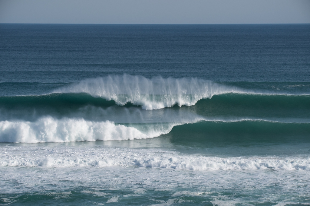 Big set of waves breaking at Gibson Steps