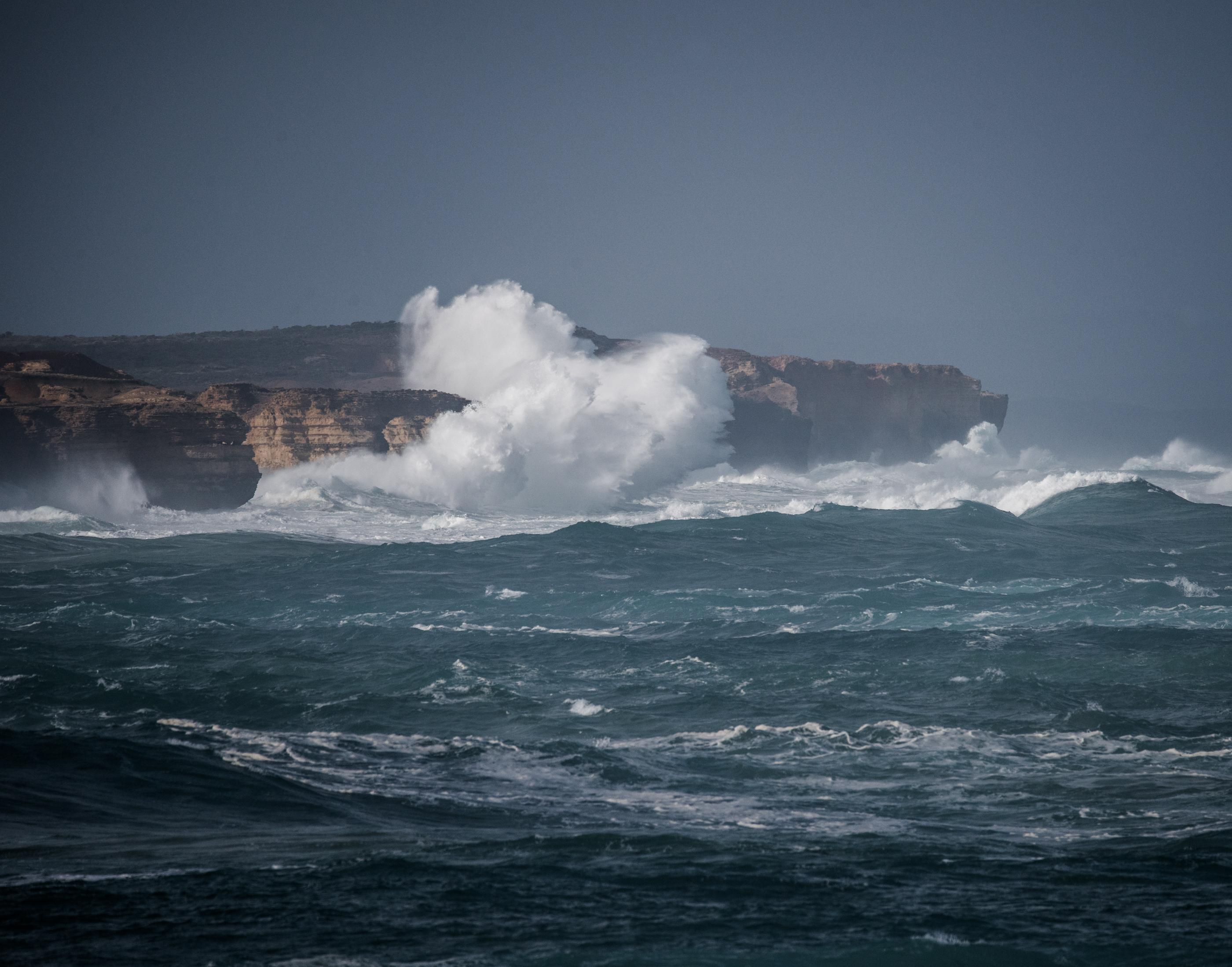 Huge breaking wave near Peterborough