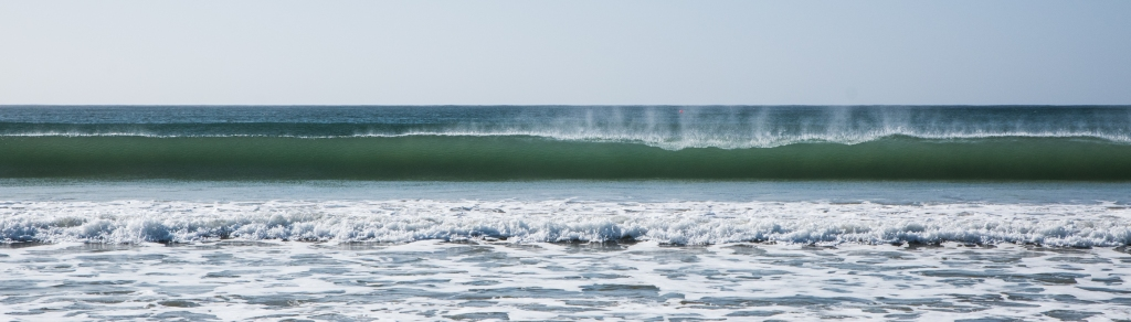Shorebreak wave at Apollo Bay closing out
