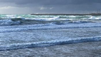 Rough easterly seas at Apollo Bay