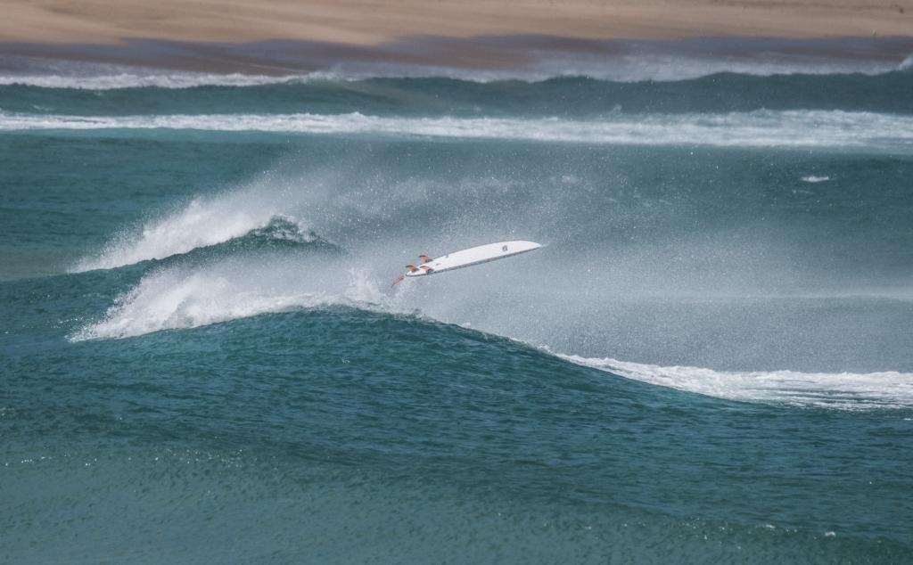 Loose surfboard