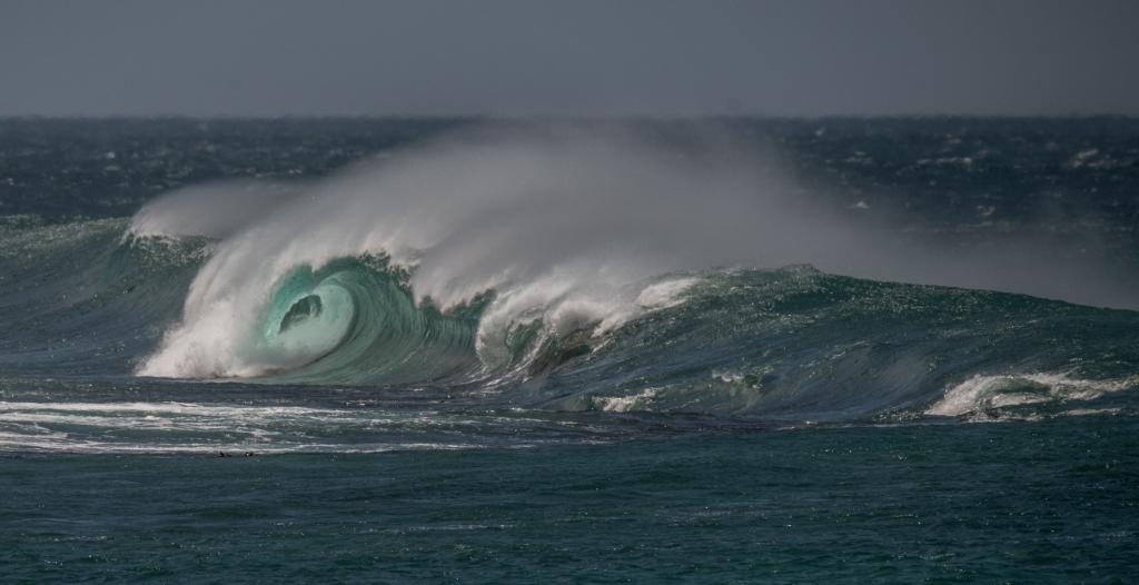Big waves at Little Henty Reef