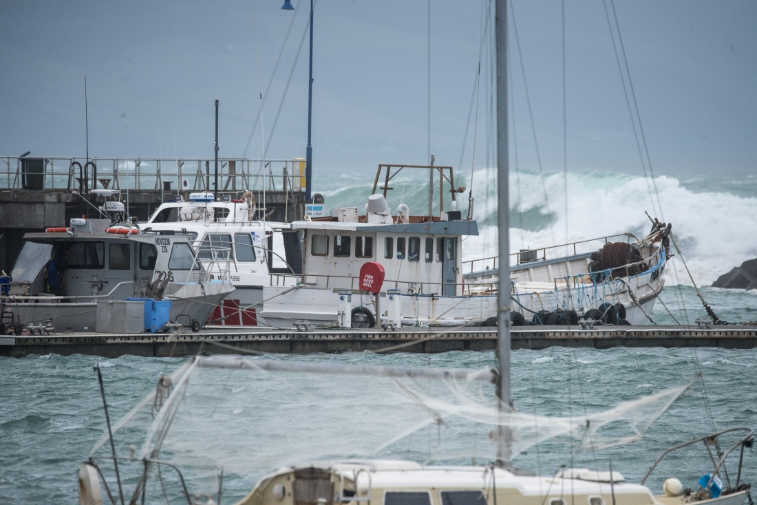 Rough sea apollo bay