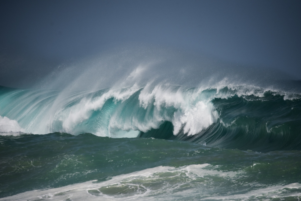 Big swell breaking at Little Henty Reef