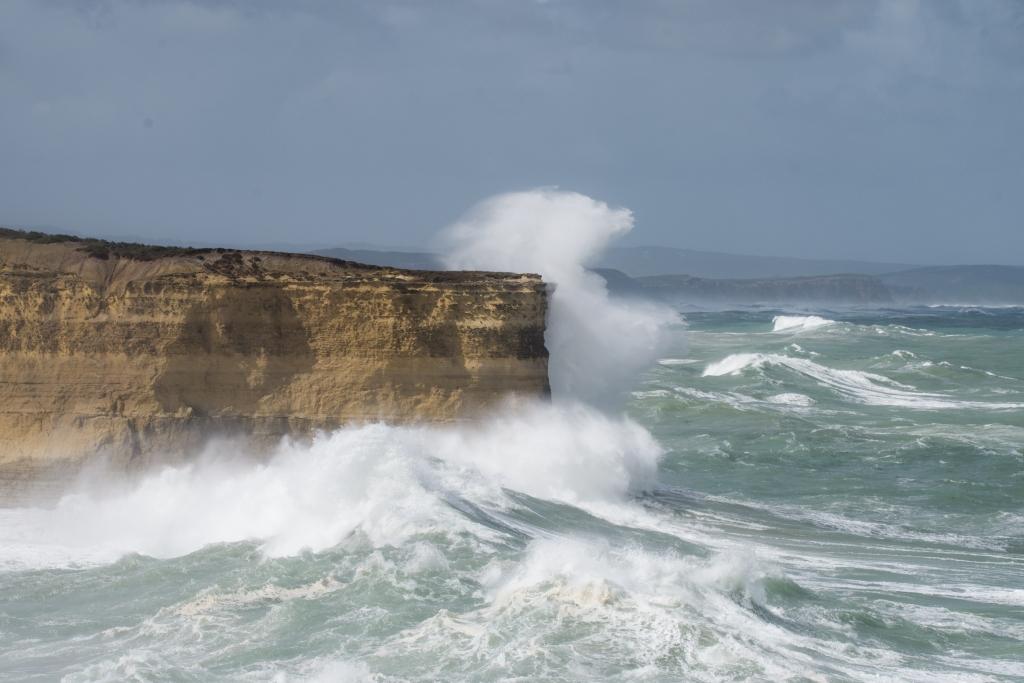 Big surf breaking on Mutton Bird Island near Loch Ard Gorge