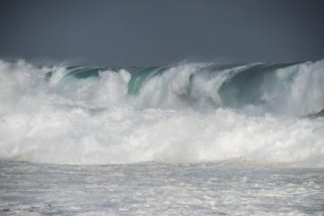 Storm surf great ocean road