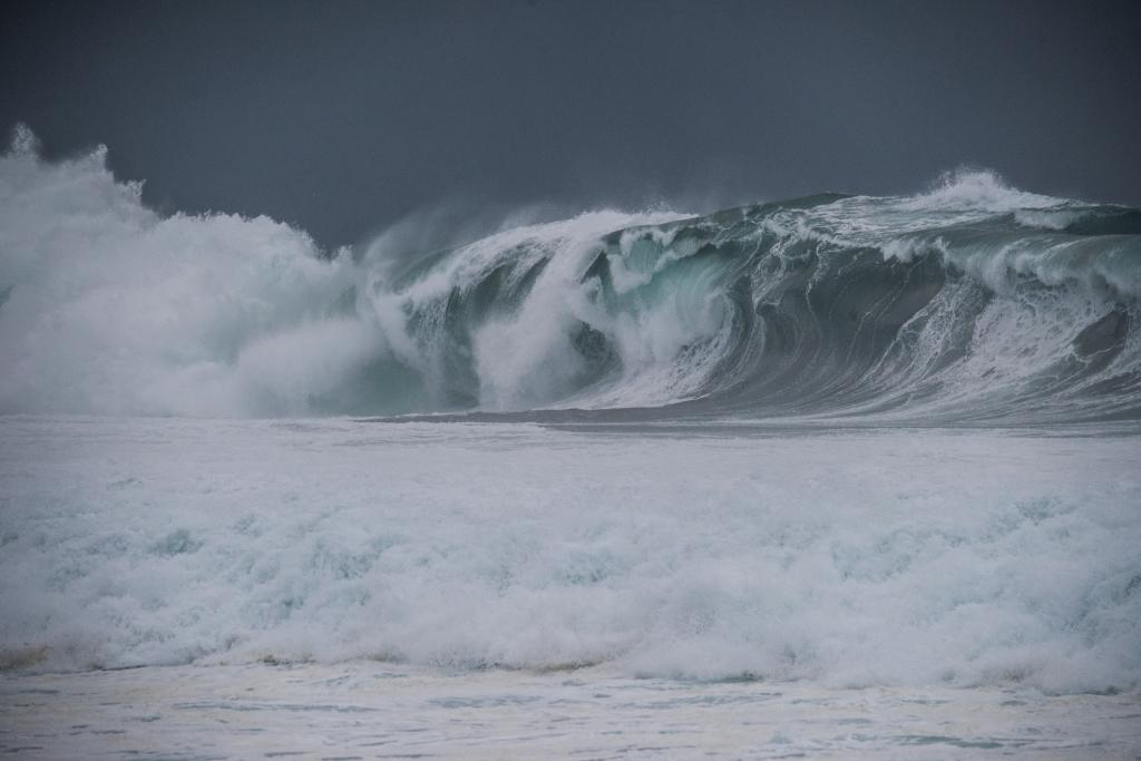 Surf at Little Henty Reef