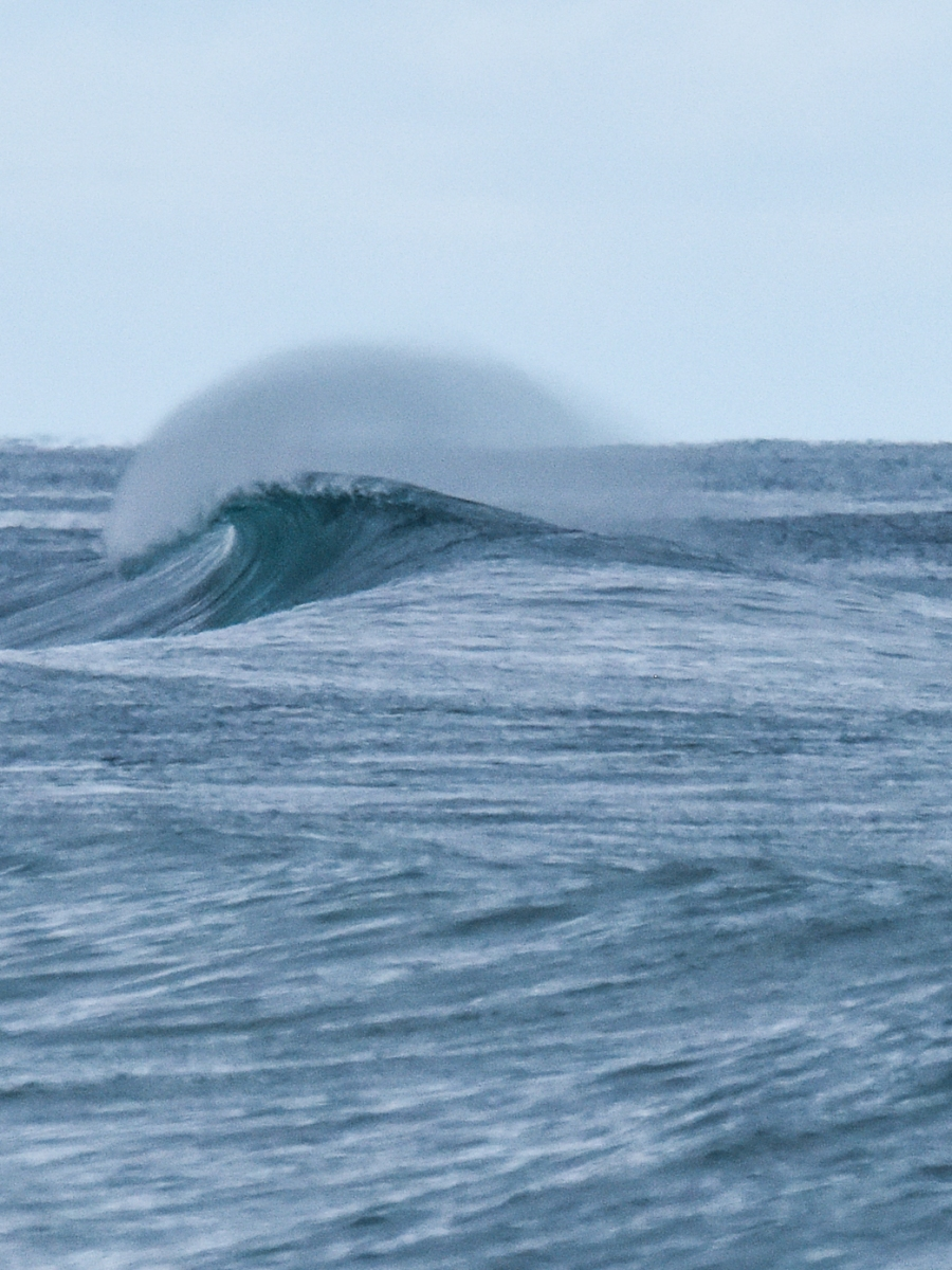 Lip throwing out on winter wave