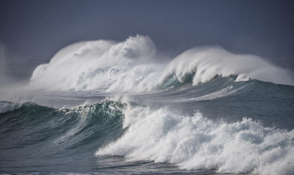 Big breaking waves at Little Henty Reef Marengo