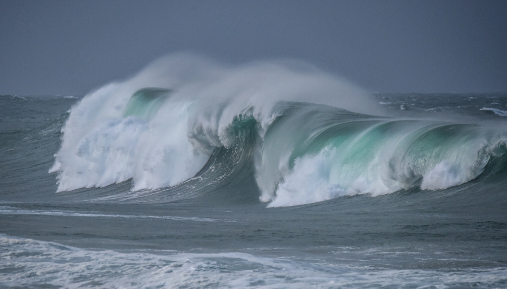 Big winter waves breaking on the west coast of Victoria