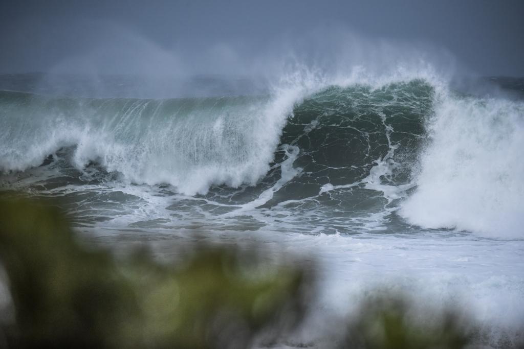 Big winter shorebreak on the west coast of Victoria