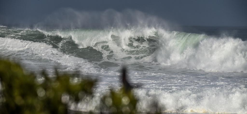 Shorebreak in big winter surf