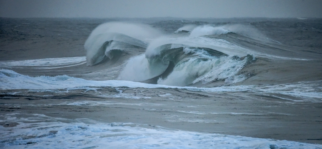 Big winter waves on the west coast of Victoria