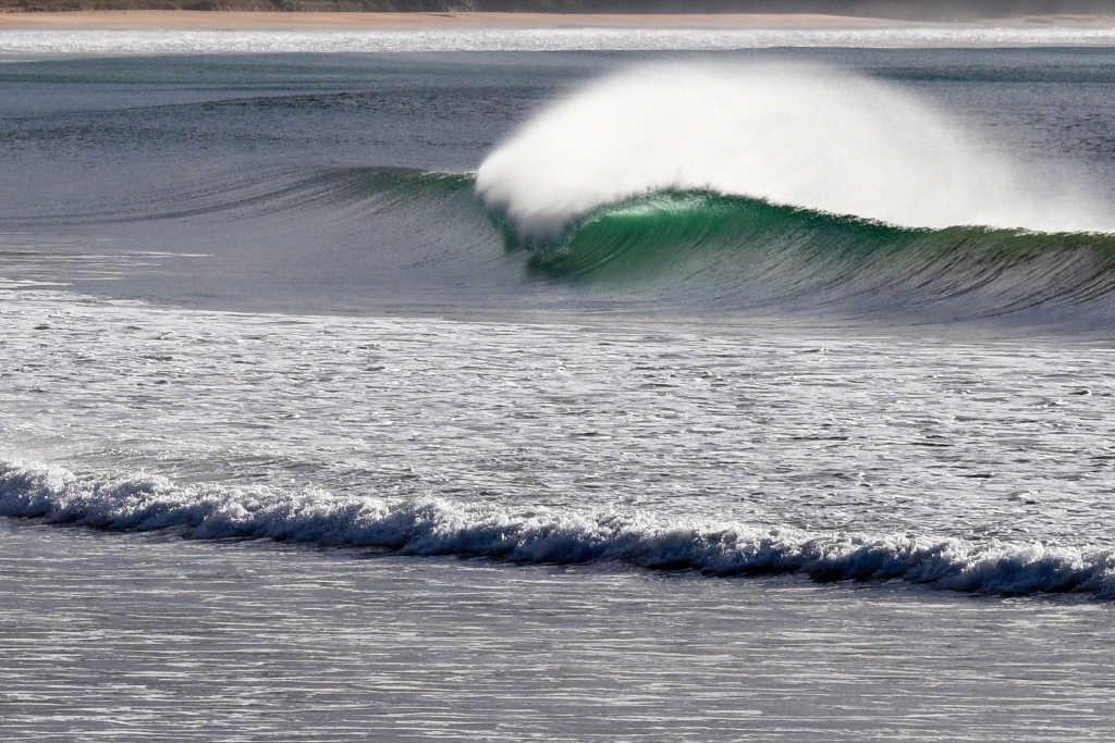 Textbook breaking wave at Apollo Bay.