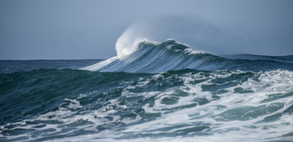 Large wave about to break.