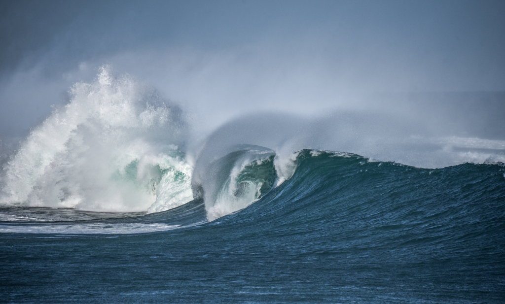 Large wave with breaking and barrel sections