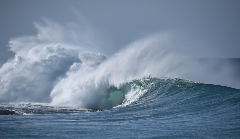 Wave smashing on reef