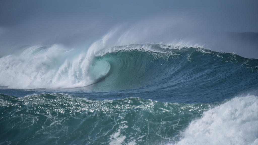 Wave with green barrel
