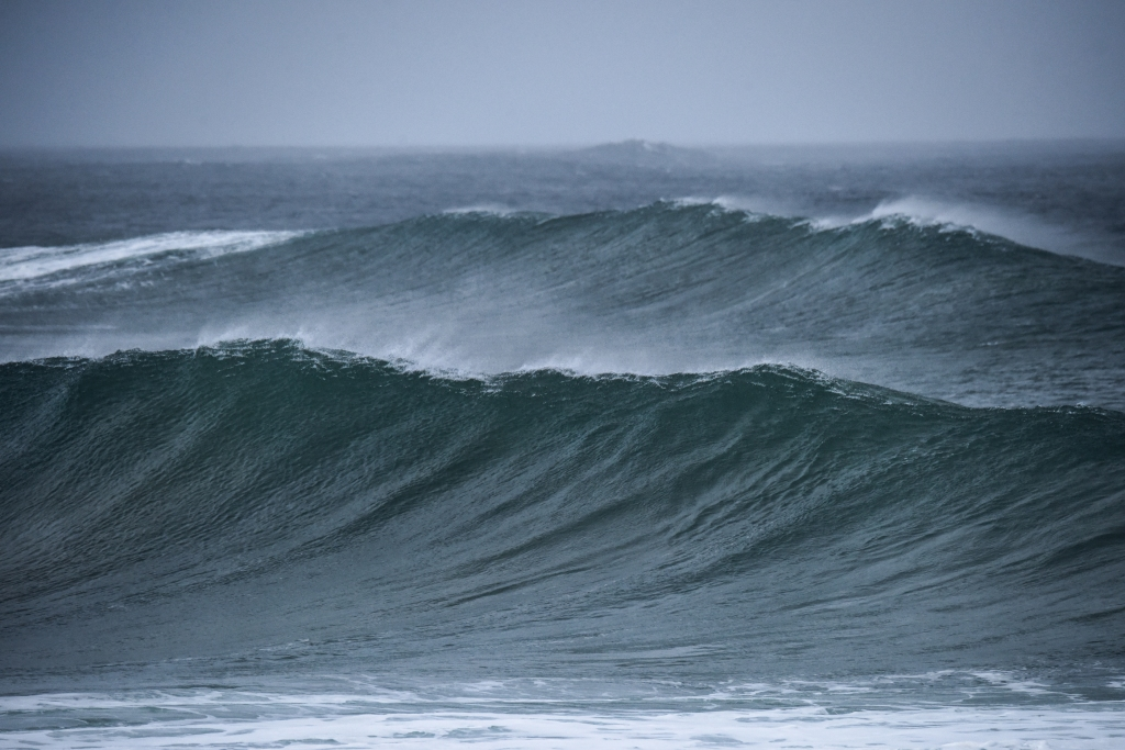 Big swell south of Little Henty Reef