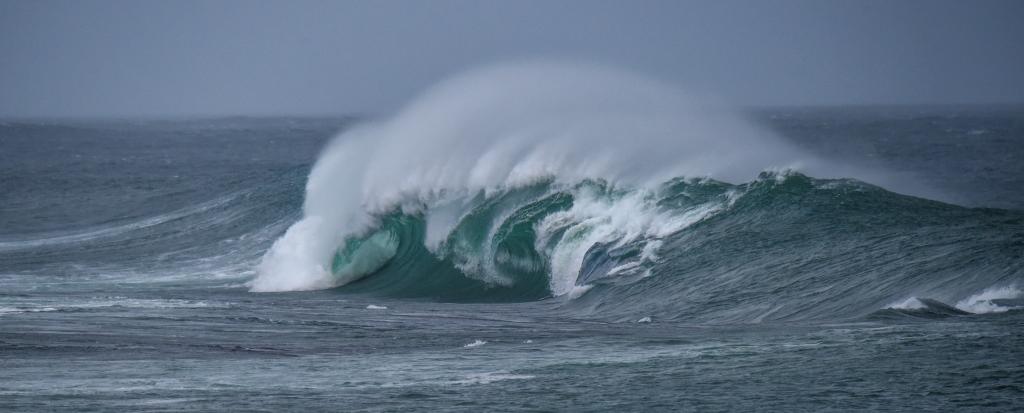 Wave breaking on Little Henty Reef