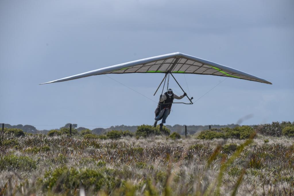 Hang glider flaring for landing